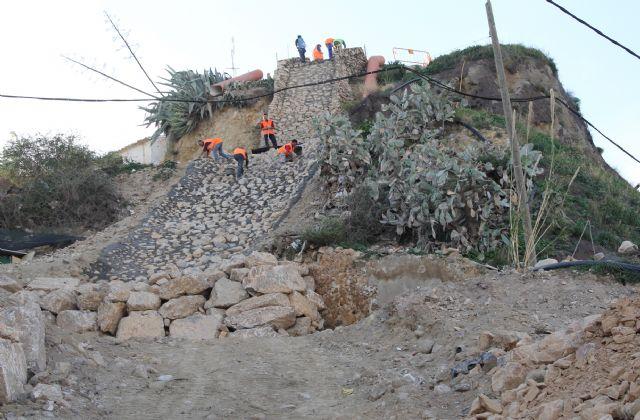 En marcha las obras de construcción de escolleras para la evacuación de pluviales en el entorno del Castillo de Nogalte - 1, Foto 1