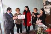 """Alicia Olmos y Antonia Espejo recogen su premio """"compra por la cara'"""
