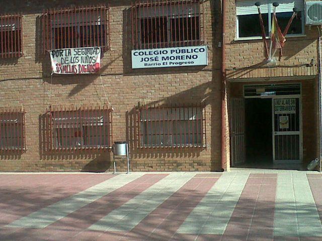 El Grupo Socialista exigirá la inmediata sustitución del vallado perimetral del colegio José Moreno para evitar riesgos - 1, Foto 1