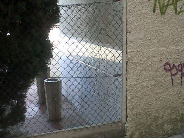 El Grupo Socialista exigirá la inmediata sustitución del vallado perimetral del colegio José Moreno para evitar riesgos - 2, Foto 2