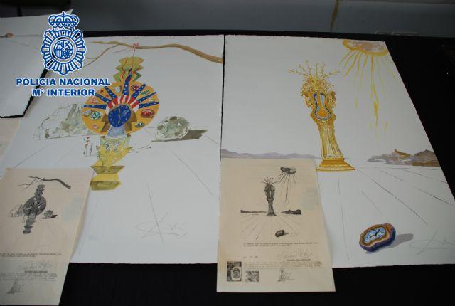 La Policía Nacional interviene en Barcelona once litografías falsas de Salvador Dalí que se ofertaban en Internet - 1, Foto 1