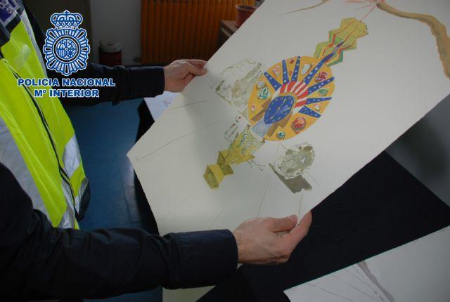 La Policía Nacional interviene en Barcelona once litografías falsas de Salvador Dalí que se ofertaban en Internet - 2, Foto 2