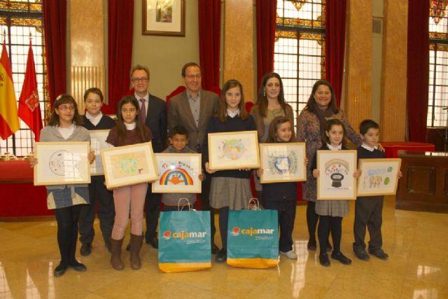 400 trabajos concurren al II concurso escolar del Día Internacional de la Paz - 1, Foto 1