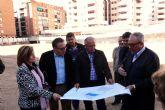El Alcalde de Molina de Segura visita los trabajos de relleno del solar donde se construirá la nueva Plaza de Europa