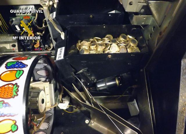 La Guardia Civil detiene a dos personas dedicadas a manipular máquinas recreativas - 3, Foto 3