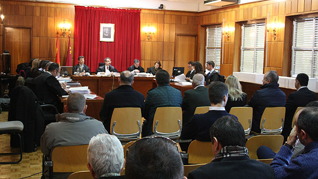 The Court returned the case against former Mayor Martínez Andreo and five other defendants to investigating magistrate