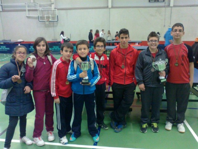 El equipo cadete masculino del IES Juan de la Cierva, subcampe�n en la final regional de tenis de mesa de Deporte Escolar, celebrada en Lorca, Foto 3