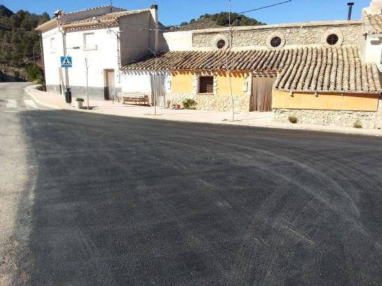 El Ayuntamiento pavimenta las calles que dan entrada a El Berro, Foto 1
