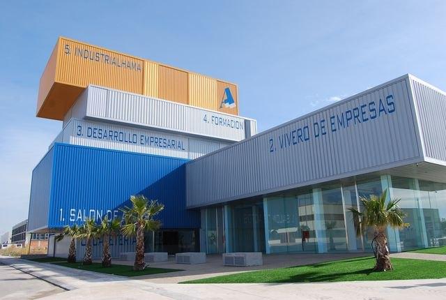 El edificio CIDE (Parque Industrial) ofrece una charla dirigida a empresarios sobre las posibilidades de contratación actual, Foto 1