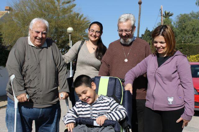La Iglesia Ecuménica dona una silla especial a un niño de Mazarrón - 1, Foto 1