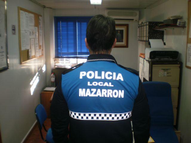 La policía local lucirá a partir de ahora el azul burgos en lugar del amarillo fluorescente - 2, Foto 2