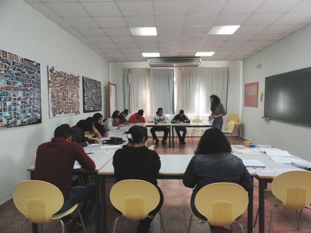 Servicios Sociales pone en marcha un taller de habilidades sociales para jóvenes - 1, Foto 1