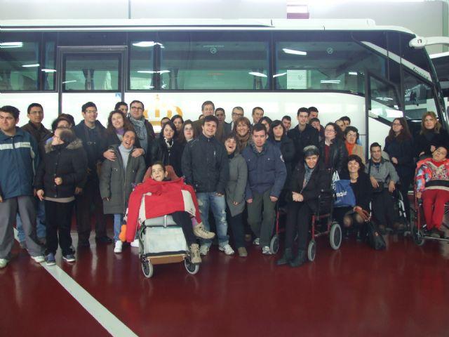 Personas con discapacidad intelectual disfrutarán de la flota de autobuses de la comunidad autónoma - 1, Foto 1