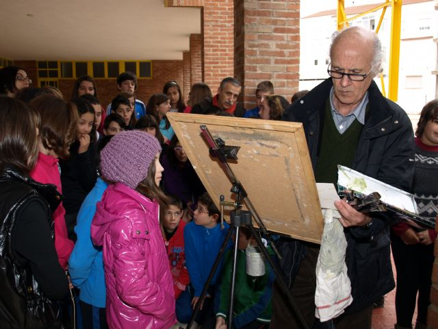 Pedro Serna explica su pintura en el colegio Diego Martínez Rico de Ceutí - 1, Foto 1