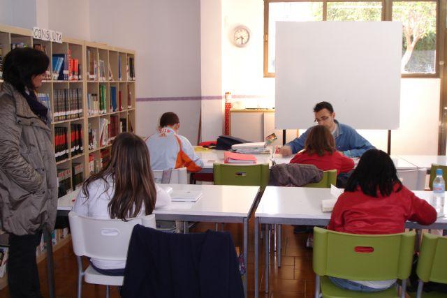Se interesan por el desarrollo del proyecto de refuerzo educativo en Totana - 1, Foto 1