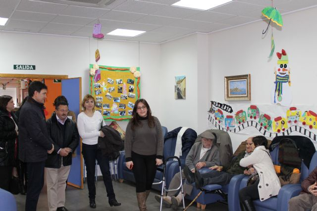 Representantes de la Comisión Especial de Discapacidad de la Asamblea Regional visitan los centros de día del municipio, Foto 1