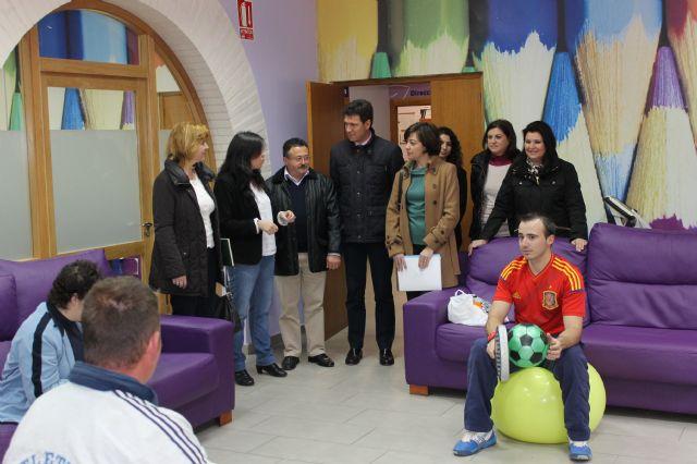 Representantes de la Comisión Especial de Discapacidad de la Asamblea Regional visitan los centros de día del municipio, Foto 4