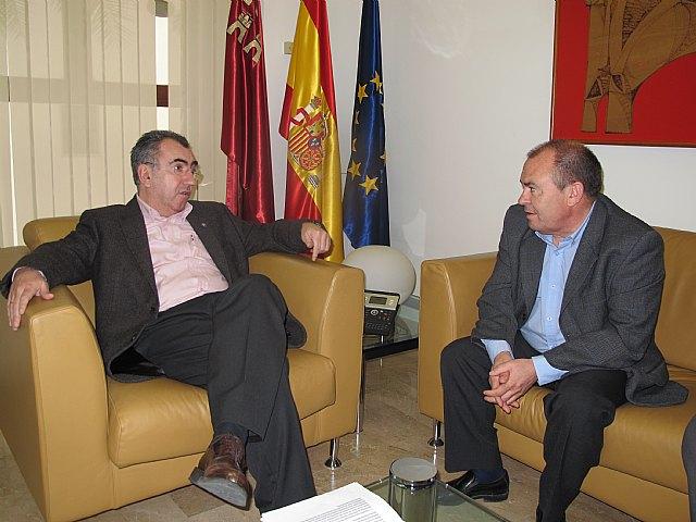 El consejero de Presidencia analiza con el alcalde de Moratalla los proyectos de restauración forestal de los daños ocasionados por los incendios - 1, Foto 1