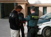 La Guardia Civil detiene a dos personas por el robo en un desguace de Alhama de Murcia