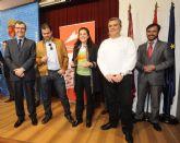 La mazarronera Agustina  Ruiz Mart�nez junto con dos emprendedores m�s ganan el primer premio