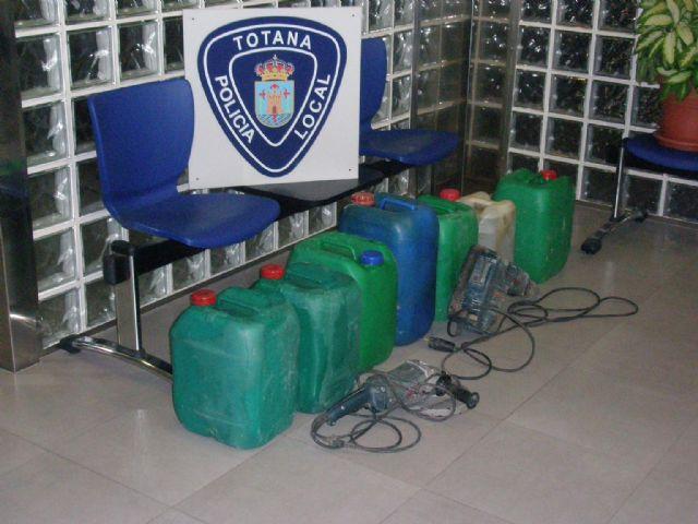 La Policía Local de Totana recupera varios bidones de gasoil, maquinaria y objetos procedentes de robos en zonas agrícolas, Foto 2