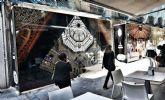Ya están instalados los vinilos que cubren los bajos en desuso de Calderón de la Barca y Serrano Alcázar