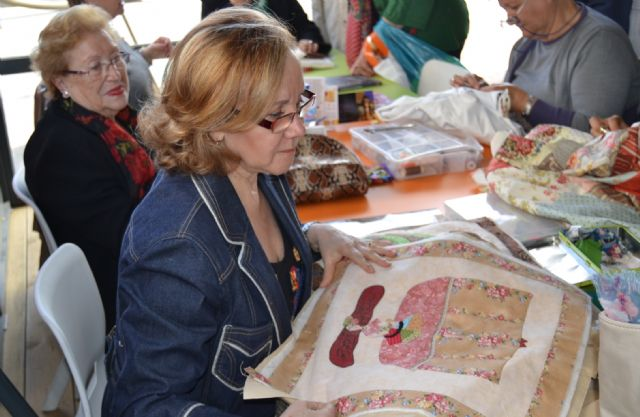 La asociación de Patchwork de San Pedro del Pinatar realiza sus trabajos en la calle - 2, Foto 2