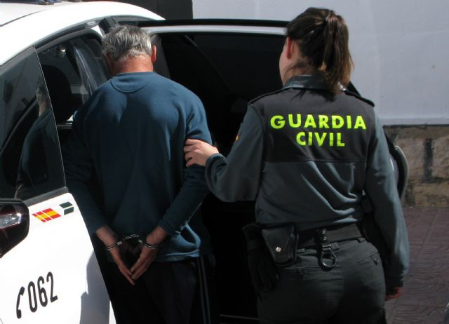 The Civil Guard detained in Totana two people for stealing more than fifty lambs from a farm