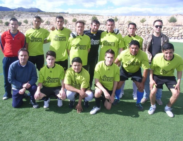 El equipo Recline se proclama campeón de Segunda División en la ultima jornada de la liga de futbol aficionado Juega Limpio, Foto 1