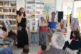Ana Cristina Herreros divierte a pequeños y mayores en la apertura de la semana cultural del 'Día del Libro'