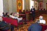 Los miembros de la Real Asamblea de Capitanes de Yate visitaron el Palacio Consistorial