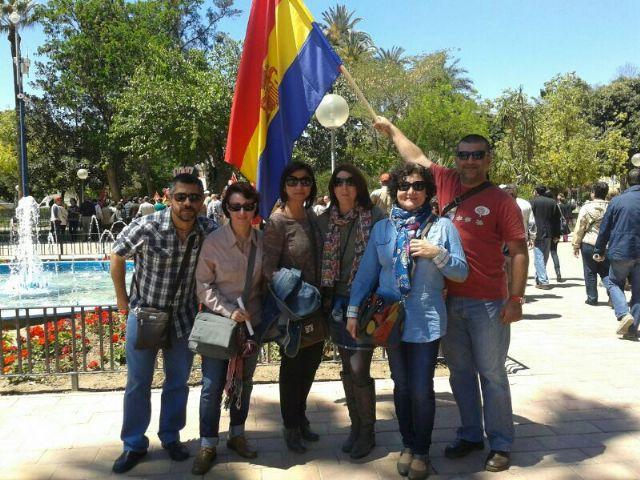 La ejecutiva socialista de Totana, junto a militantes y concejales, asistieron a la manifestaci�n del 1 de mayo en Murcia, Foto 1