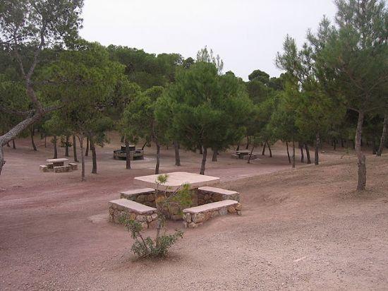 Las barbacoas ubicadas en La Santa y en las zonas recreativas de Sierra de Espuña pueden ser utilizadas para hacer fuego hasta el próximo 31 de mayo, Foto 1