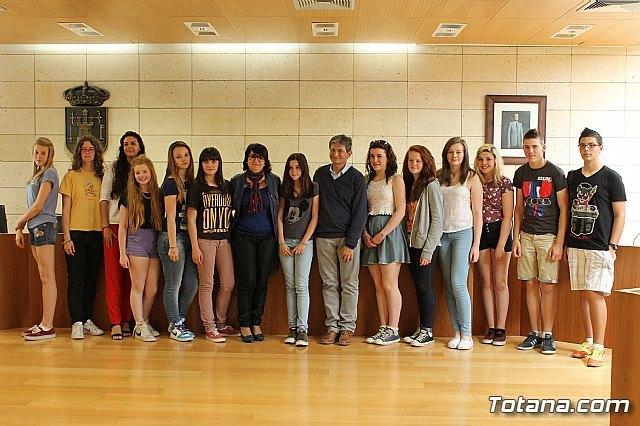 Se realiza una recepci�n institucional a los alumnos ingleses que est�n participando en un intercambio con estudiantes del IES Prado Mayor, Foto 1