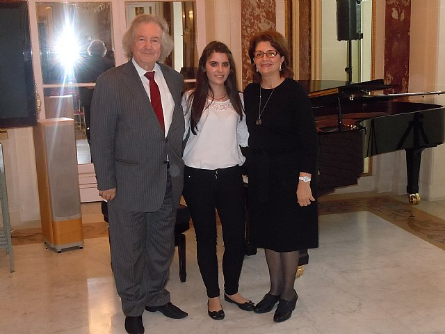 La jovenc�sima pianista murciana, Mª �ngeles Ayala, confirma su clase, Foto 1