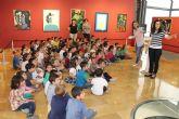 Los niños de Infantil del C.P. Sierra Espuña estudian a Mar�a Dolores Andreo y su obra