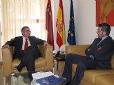El consejero de Presidencia recibe al alcalde de Torre Pacheco