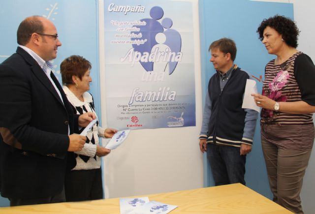El Ayuntamiento y Cáritas ponen en marcha la campaña Apadrina una familia para ayudar a las familias más necesitadas de Puerto Lumbreras - 2, Foto 2