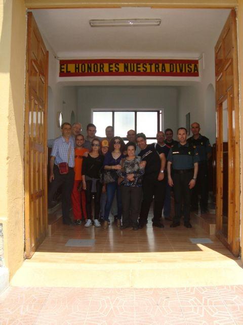 Los usuarios del Servicio de Apoyo Psicosocial conocen las dependencias y el funcionamiento del cuartel de la Guardia Civil de Totana, Foto 4