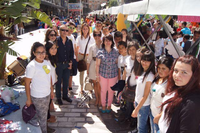 Los alumnos del Colegio Reina Sofía y el IES Prado Mayor promocionan los productos de sus jóvenes empresas en el Minimarket organizado en Murcia, Foto 1