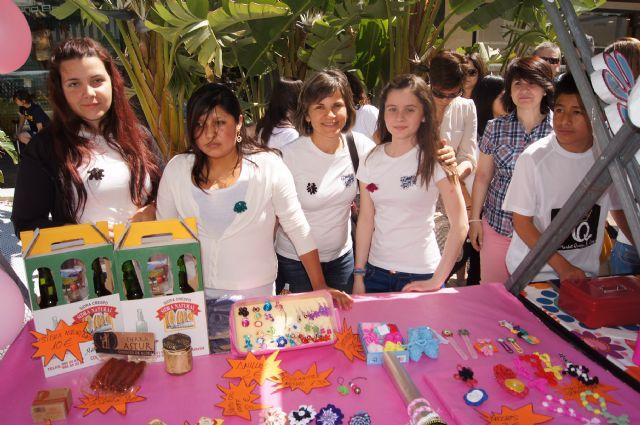 Los alumnos del Colegio Reina Sofía y el IES Prado Mayor promocionan los productos de sus jóvenes empresas en el Minimarket organizado en Murcia, Foto 4