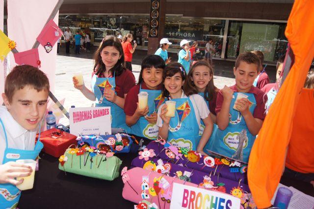 Los alumnos del Colegio Reina Sofía y el IES Prado Mayor promocionan los productos de sus jóvenes empresas en el Minimarket organizado en Murcia, Foto 5