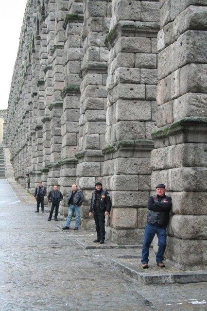 Un grupo de moteros del Custom Totana realizaron un viaje a Burgos, Bilbao y Segovia, Foto 2