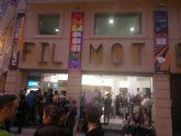 El Colectivo 'No te prives' entrega en la clausura de la VIII Muestra de Cine LGTB su primer premio 'Pluma de Plata'