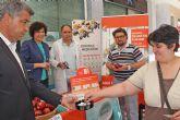 Piezas de fruta y bonos para el Centro Deportivo a cambio de cigarrillos para celebrar el Día Mundial Sin Tabaco