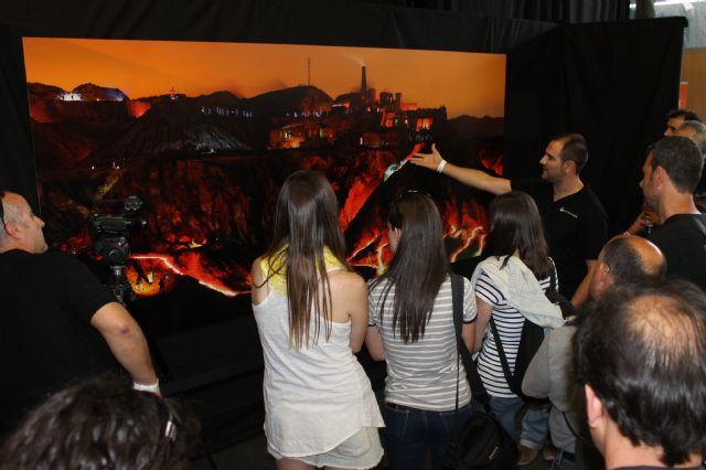 Madoz, el móvil y la fotografía nocturna iluminada más grande de España captan la atención de