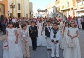 Los niños y niñas lumbrerenses que hicieron su Primera Comunión celebran procesión del Corpus 2013