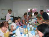 El Banco del Tiempo estrena con éxito un taller de elaboración de jabones artesanos y naturales