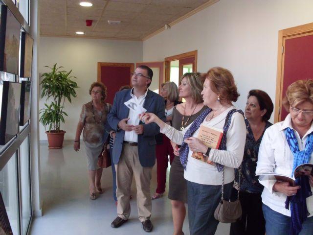 Medio Ambiente lleva la exposición Bajo el mismo sol a la biblioteca de San Javier - 1, Foto 1