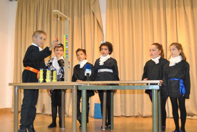 Alumnos de 2° de Primaria del colegio Virgen de Loreto presentaron un trabajo sobre la Ley de Hooke en el 4° Encuentro Científico CSIC-BBVA - 1, Foto 1